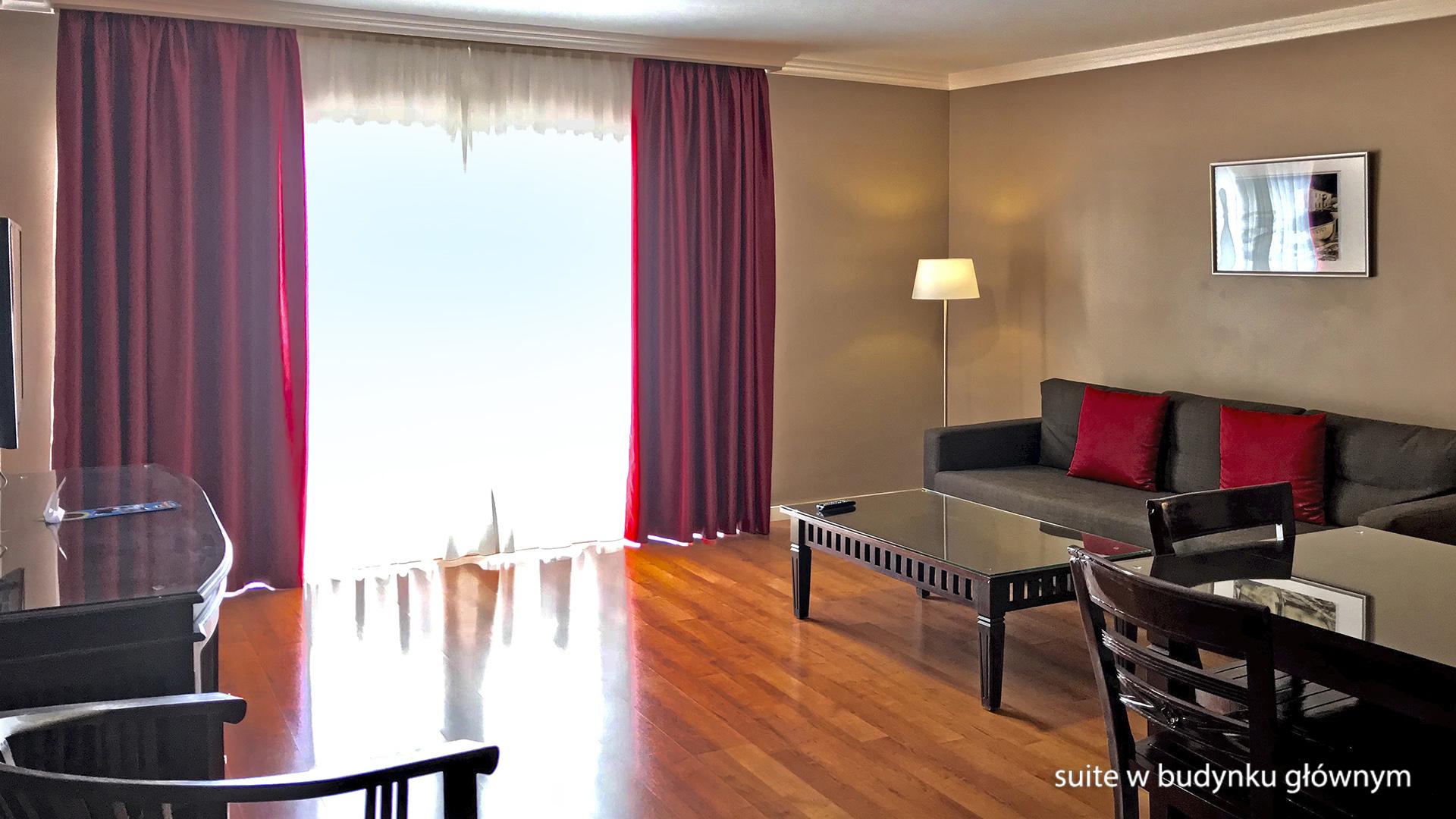 La Quinta Park Suites